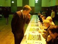 Fantastic Simultaneous: Nigel Short wins all games....